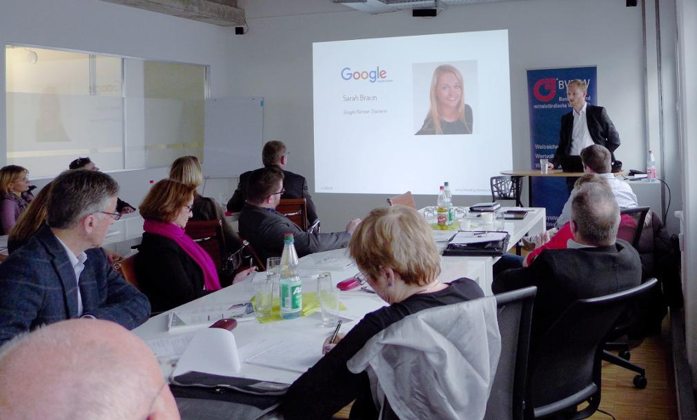 Sarah Braun von Google im Live-Hangout im Rahmen der OMSAG Online-Marketing-Tage.